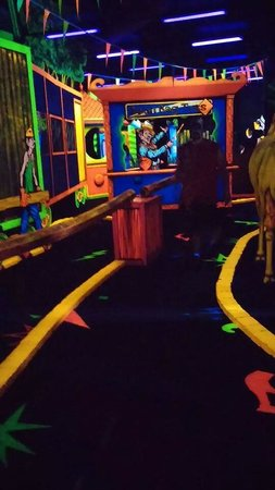 Circus Golf: very colorful