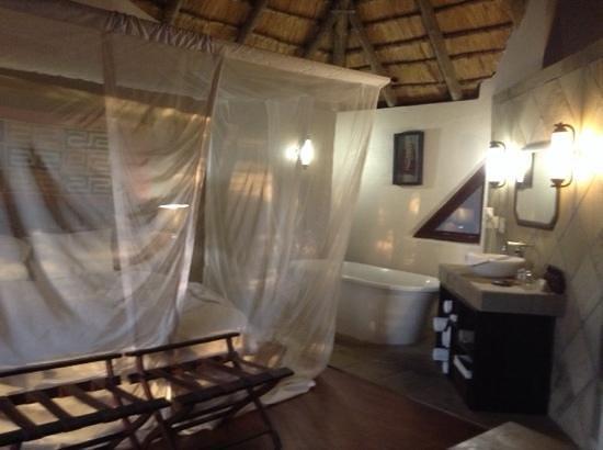 Bongani Mountain Lodge: Bongani lodge number 3, inside view