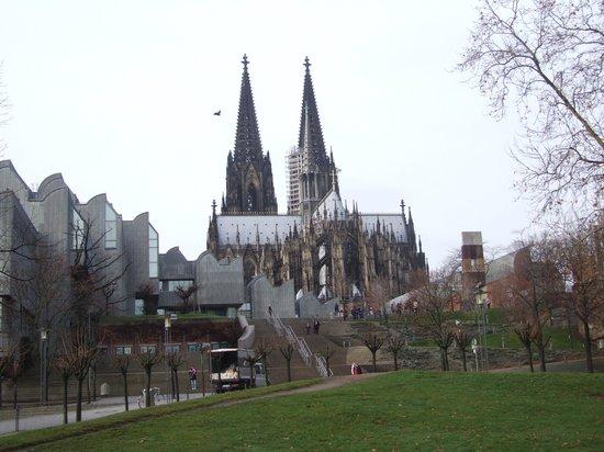 Kölner Dom: Так видится Собор с берегов Рейна
