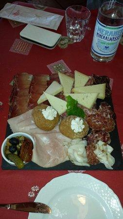 Baita la Zondra : Piatto di formaggi con mostarde.