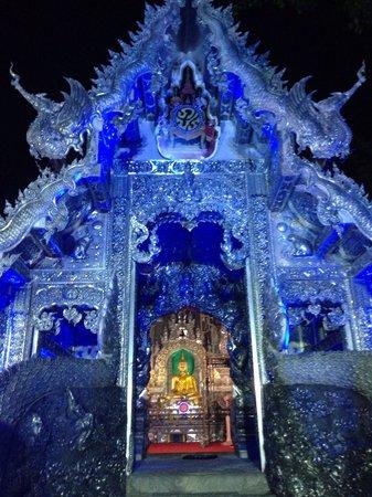 Wat Sri Suphan: Silver temple