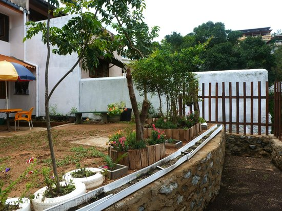 Hantana Home Stay: garden