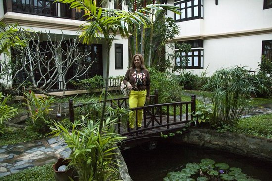 Hoi An Riverside Resort & Spa : My wife in front of the bungalow