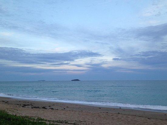 Nautilus Beachfront Villas & Spa: Dusk