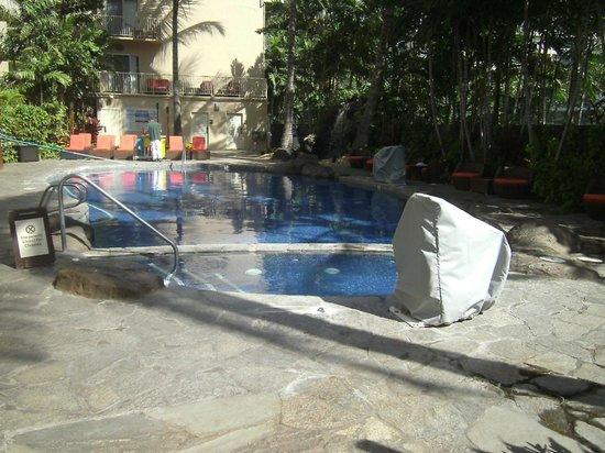 Courtyard Waikiki Beach : Pool & Hot Tub