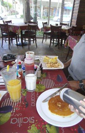 Courtyard Waikiki Beach : Breakfast @ Spada