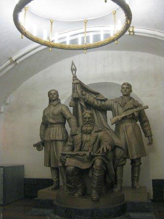 Metropolitana di Mosca: A Soviet Era Statue