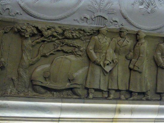Metropolitana di Mosca: Wall carving