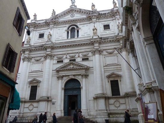 Iglesia San Salvador: Fachada que es una promesa
