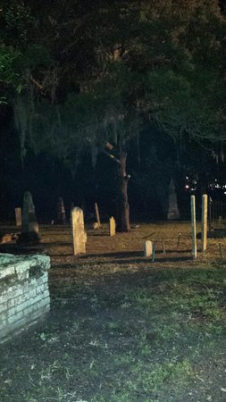 Haunted Pub Tour : Graveyard