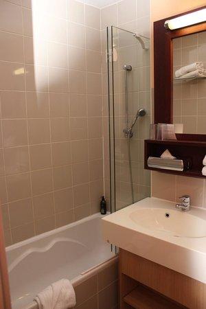 Adagio Paris Montmartre: Bathroom