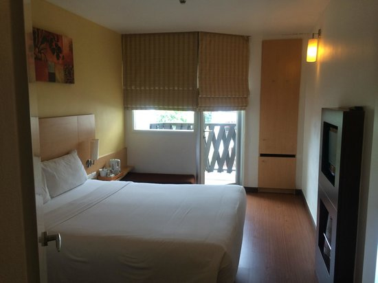 Ibis Pattaya : 部屋入り口から