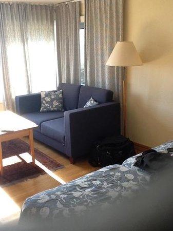 Sola Strand Hotel: la partie salon de la chambre