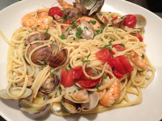 p tes aux fruits de mer picture of mani in pasta st laurent du var tripadvisor. Black Bedroom Furniture Sets. Home Design Ideas