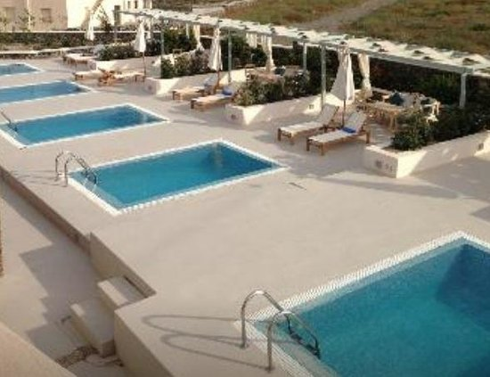 Astro Palace Hotel and Suites: View of the private pool. Shame we were asked to choose one out of the 5 set outside