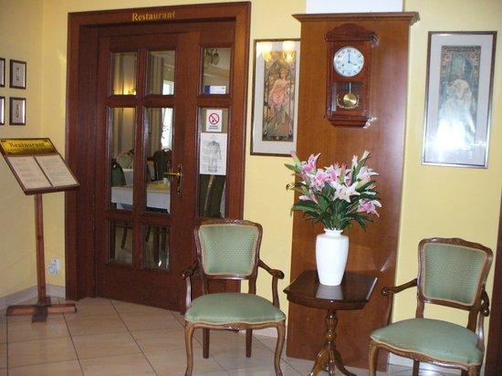 Villa Savoy Spa Park Hotel: Вход в ресторан
