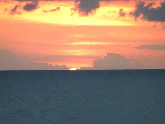 The Beach House Castara: Sunset 25,148