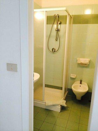 Hotel Luana : bagni puliti e funzionali con box doccia