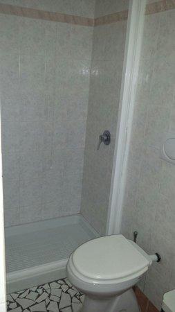 Alessandro Palace Hostel: Badezimmer