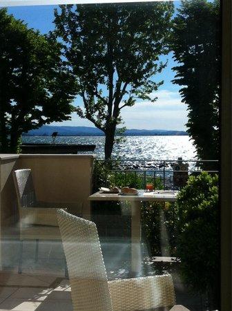 Villa Rosa Hotel: Foto della sala colazione con vista sul lago