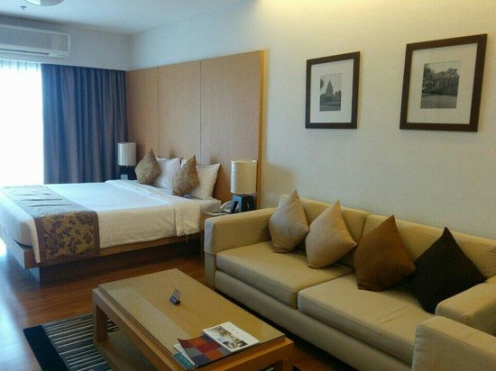 Kantary Hotel, Kabinburi : A large room and a comfy bed
