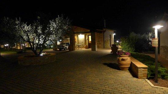 Borgobrufa SPA Resort : notturno nel borgo