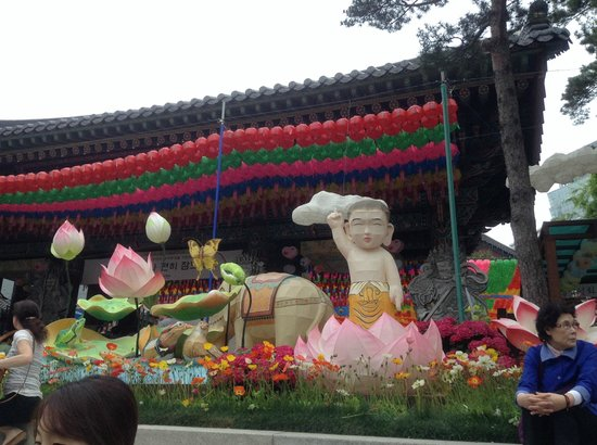 Jogyesa Temple: Lantern display for the celebration of Buddha's enlightment in April/May