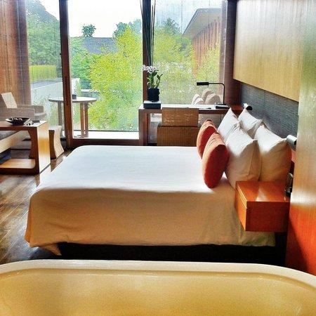 Anantara Chiang Mai Resort: My comfy bed