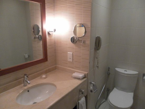 Radisson Blu Resort Fujairah: the Bathroom