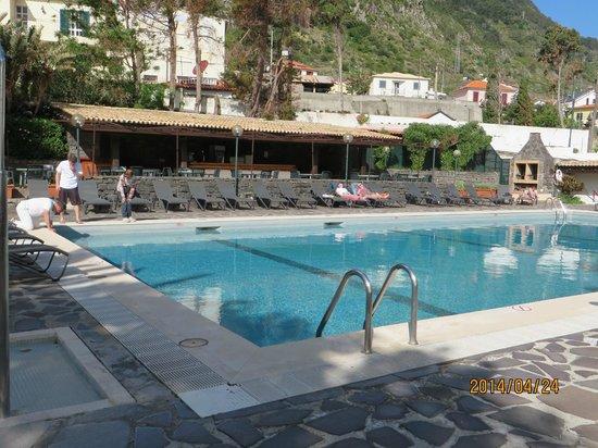 Dom Pedro Madeira : piscine de l'hotel dom pédro baia
