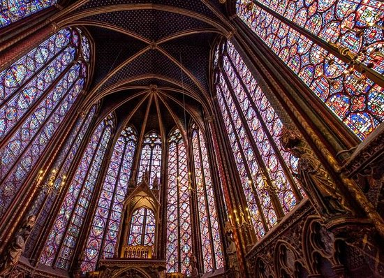 Sainte-Chapelle : Stained glass and arches