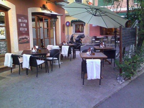 Pizzeria La Plaza: Terraza