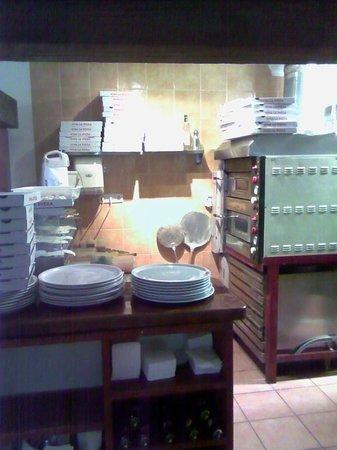 Pizzeria La Plaza: Zona de elaboración