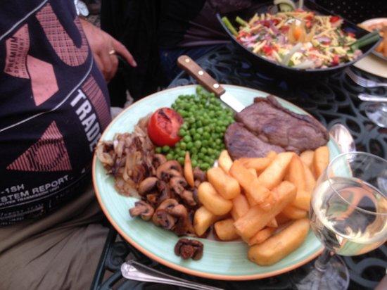 Hare and Barrel: 12 oz rump steak