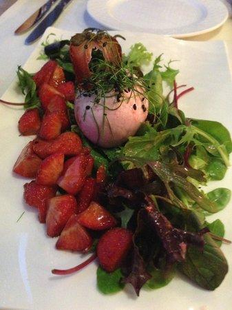 Dorint Hotel Dresden: Marinierter Büffelmozzarella mit Balsamico Erdbeeren