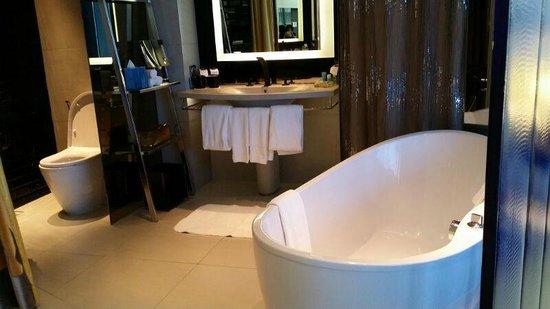 W Bangkok: bath tub -- oooh