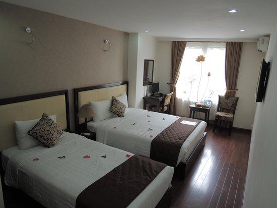 Hanoi Serene Hotel: nicely decorated room