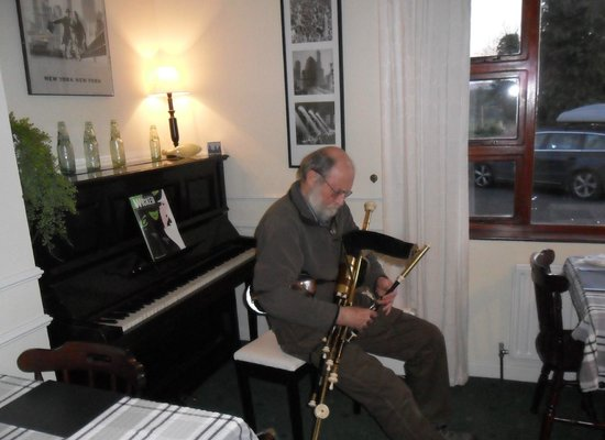 Hillside Bed & Breakfast: A Treat In The Dining Room From Mike On The Pipes