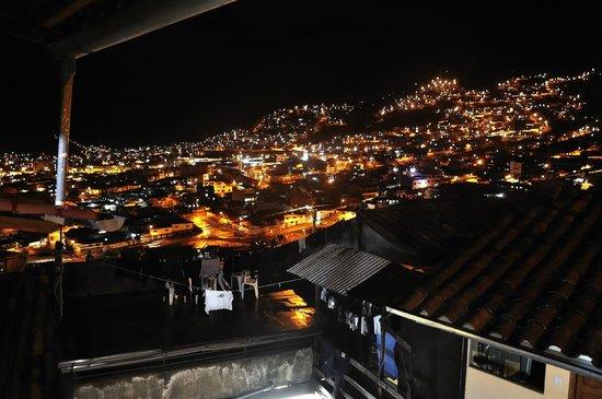 Piuray Hostal Cusco: Vista nocturna de Cuzco