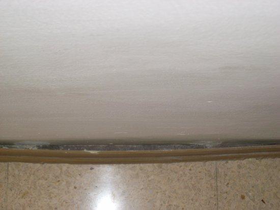 Primera Hotel: peeling skirting