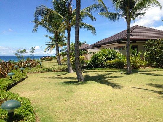 Crimson Resort and Spa, Mactan: Hotel garden area