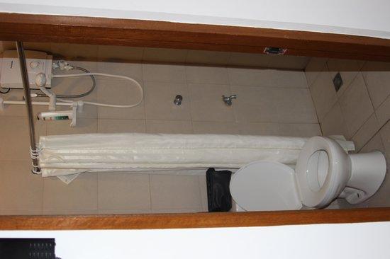 Escario Central Hotel: shower room