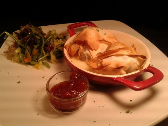 Olde Glen Bar and Restaurant : Filo pastry brie parcels, tomato relish.