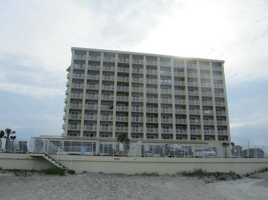 Hyatt Place Daytona Beach - Oceanfront: Hotel visto dalla spiaggia