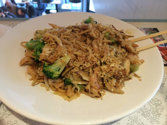 Wok To Walk Egg Noodles With Chicken Shrimp Broccoli And Fried Garlic
