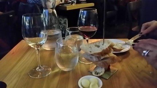 Chez Boulay Bistro Boreal : Wine and bread