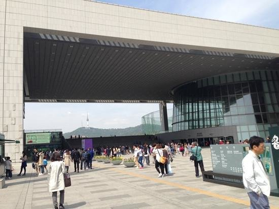 Koreanisches Nationalmuseum: Outside of museum