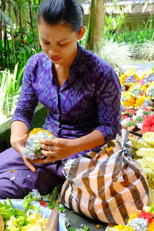 Alam Indah: Hotel staff preparing daily flowers for the rooms