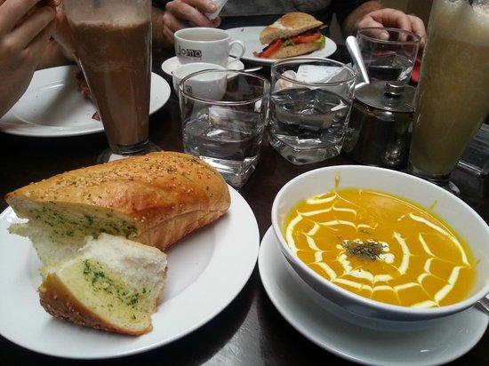 Joma Bakery Cafe : Fresh garlic bread & pumkin soup..yum