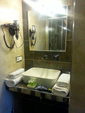 Hostal Tabanqueta Cuenca: Baño de alta calidad.